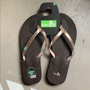 Brand new Sanuk flip flops!